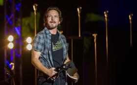 Eddie Vedder: guarda le foto più belle del primo concerto a Taormina