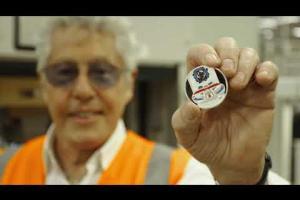 The Who, il Regno Unito conia le monete ufficiali dedicate alla band. Guarda le foto e il video con Roger Daltrey nella Royal Mint
