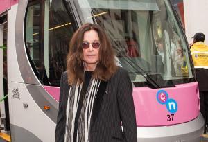 Ozzy Osbourne: le foto del tram che porta il suo nome! Guarda le foto