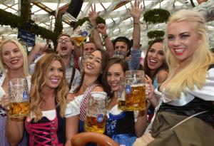 Oktoberfest 2017: guarda le foto del primo giorno della festa!