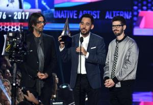Linkin Park: hanno dedicato il trionfo all'American Music Awards a Chester Bennington. Guarda le foto