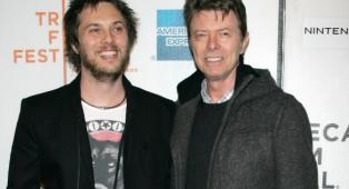 David Bowie: Duncan Jones lancia un club del libro online in onore di suo padre! Guarda le immagini