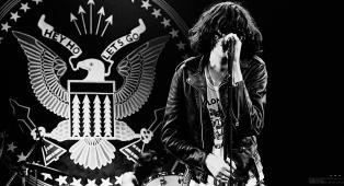 """Joey Ramone, annunciato ufficialmente il biopic """"I Slept With Joey Ramone"""". Ecco chi lo interpreterà"""