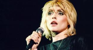 Questa è la toccante lettera che Debbie Harry dei Blondie ha scritto a se stessa adolescente