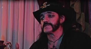 """Lemmy Kilmister: esce in America """"Sunset Society"""", l'ultimo film horror con protagonista il leader dei Motörhead! Guarda il trailer"""