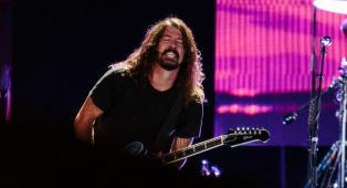 """Foo Fighters: Dave Grohl ha svelato quale video della band """"è l'antitesi di Smells Like Teen Spirit""""."""