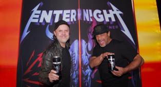 Metallica, presto nei negozi la Enter Night, la birra pilsner prodotta dalla band. Le foto della presentazione