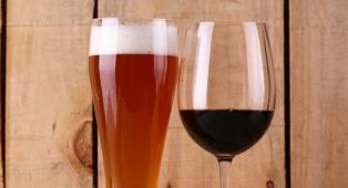 Prima il vino o la birra per evitare la sbornia? I risultati di una ricerca