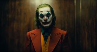 Joker: pubblicato il primo trailer ufficiale del film con protagonista Joaquin Phoenix. Guardalo qui