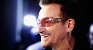 """U2, Bono fa ritardare il suo aereo per ringraziare i Vigili del Fuoco in Australia: """"Apprezzo il vostro sforzo nel salvare le persone"""""""