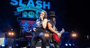"Slash: in arrivo ""Living The Dream Tour"", l'album live dedicato al tour 2019! Tutte le info"