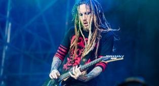 """Korn, il chitarrista Brian 'Head' Welch ha fondato una catena di SPA: """"Perfetta per recuperare dopo i tour"""""""