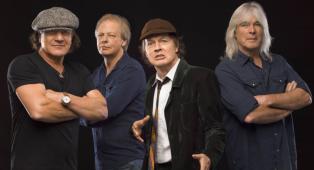 AC/DC, delle foto pubblicate (e poi rimosse) sul sito della band confermerebbero l'imminente ritorno sulle scene! Guardale qui