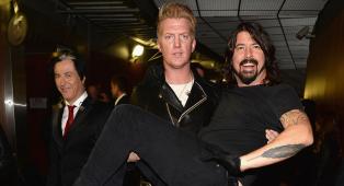 """Quella volta che Mark Ronson cacciò Dave Grohl dallo studio di registrazione: """"Dave, leggenda del rock, levati dalle pa**e"""""""