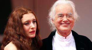 """Led Zeppelin, Jimmy Page a Venezia per la presentazione del docufilm """"Becoming Led Zeppelin"""". Guarda le foto più belle"""