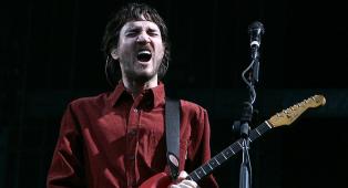 John Frusciante ha pubblicato un nuovo EP solista sotto il nome Trickfinger. Ascoltalo ora