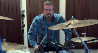Foo Fighters, Dave Grohl scrive una canzone per Nandi, la bambina che l'ha sfidato a una drum battle