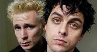 Green Day, Billie Joe Armstrong dedica a Mike Dirnt una nuova canzone registrata in quarantena. Ascolta qui Kids In America