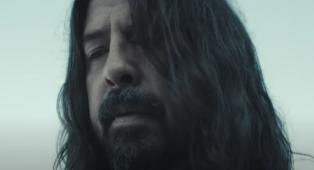 I Foo Fighters hanno pubblicato il video ufficiale di Waiting On A War. Guardalo qui