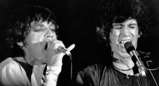 """Brown Sugar compie 50 anni. La vera storia del """"brano proibito"""" che scrisse la leggenda (e gli eccessi) dei Rolling Stones"""