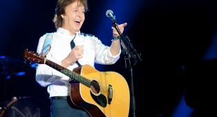 """Paul McCartney rivela: """"Continuo a scordare le canzoni dei Beatles, devo imparare a suonarle da capo ogni volta"""""""