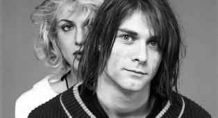 Kurt Cobain: Courtney Love ricorda il marito sui social nel giorno di quello che sarebbe stato il 51esimo compleanno. Guarda la foto
