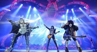 I KISS hanno chiesto ai fan di contribuire alla realizzazione del documentario finale del gruppo. Scopri come inviare il materiale