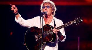 """The Who, Roger Daltrey ai fan: """"Smettete di fumare erba ai concerti! La mia voce diventa uno schifo"""". Guarda il video"""