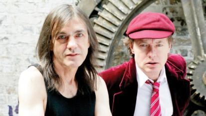 AC/DC: Angus Young ha donato soldi in beneficenza ai malati di Alzheimer per onorare la memoria di Malcolm