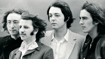 """The Beatles: pubblicata una versione inedita acustica di """"While My Guitar Gently Weeps"""".  Ascoltala qui"""