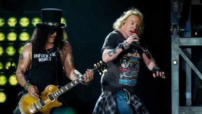 I Guns N' Roses hanno bandito un fan a vita dai loro concerti! Avrebbe pubblicato degli inediti della band. Ecco quali