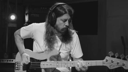 Dave Grohl: «Penso di prendermi una pausa dopo il tour dei Foo Fighters». E intanto programma il primo concerto solista