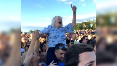 La nonna rock tra la folla è la nuova eroina del TRNSMT Festival! Guarda il video