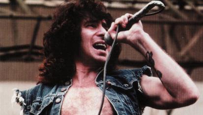 Bon Scott: guarda le foto più belle della leggenda degli AC/DC