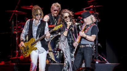 """Aerosmith, Joey Kramer denuncia la band per averlo escluso. La risposta: """"Non era emotivamente e fisicamente in grado"""""""
