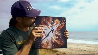 """Metallica, Robert Trujillo mostra per la prima volta il box set deluxe di """"S&M 2"""". Guarda il video"""