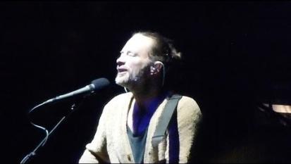 "Radiohead: Thom Yorke impreca ""Aww Sh..t"" e Jonny Greenwood lo manda in loop"