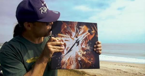 Metallica, Robert Trujillo mostra per la prima volta il box set deluxe di