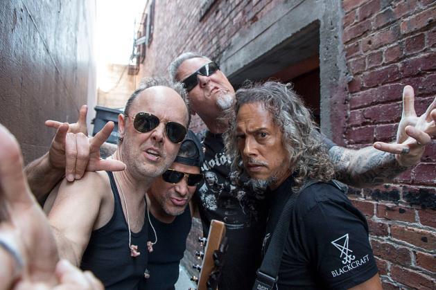 I Metallica aiutano una tribute band a cui hanno rubato tutto