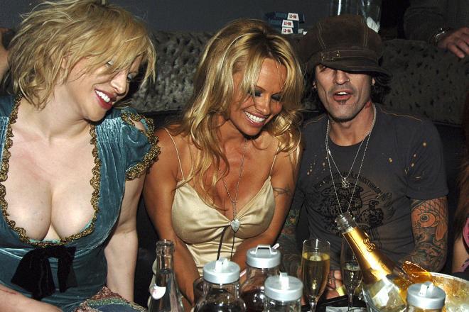 Buon compleanno Pamela Anderson: ecco le foto con Tommy Lee e Kid Rock