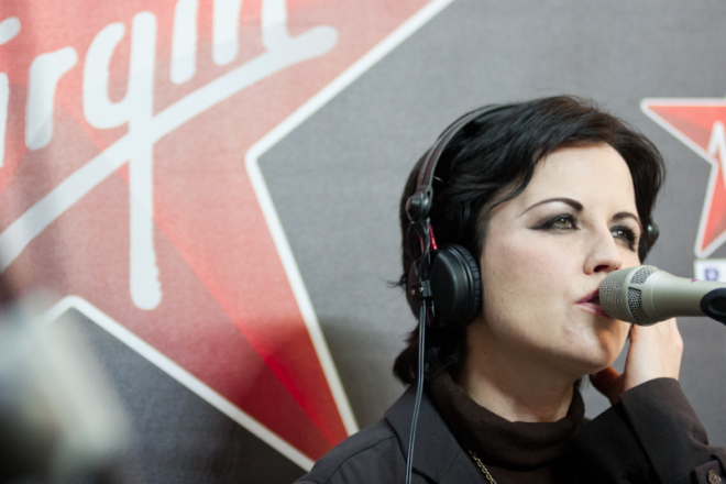 Dolores O' Riordan: il live acustico con i Cranberries negli studi di Virgin Radio. Guarda il video