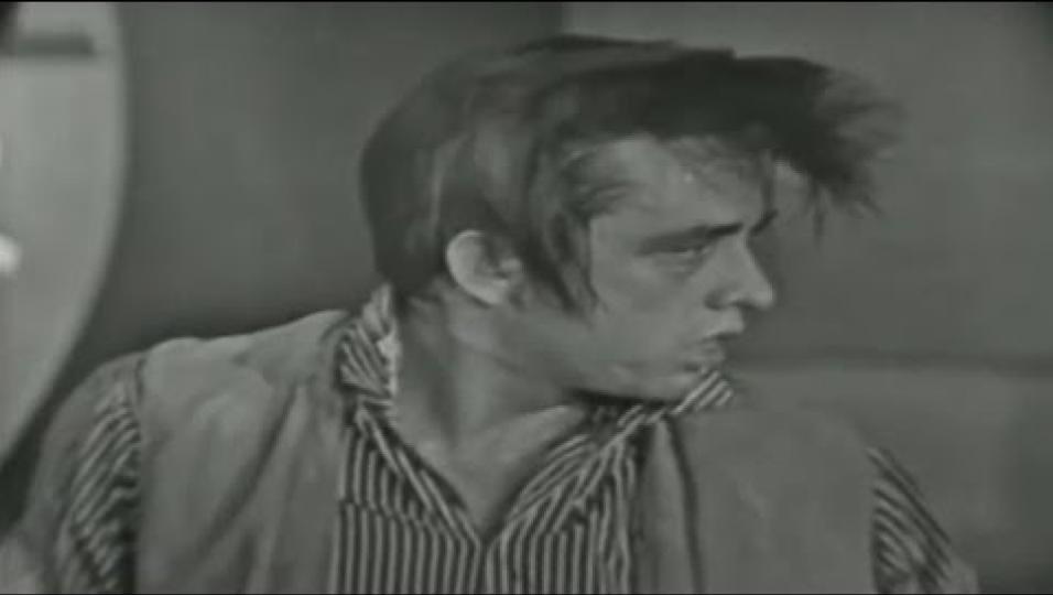 Quella volta in cui Johnny Cash prese in giro Elvis Presley sul palco durante un concerto. Guarda il video