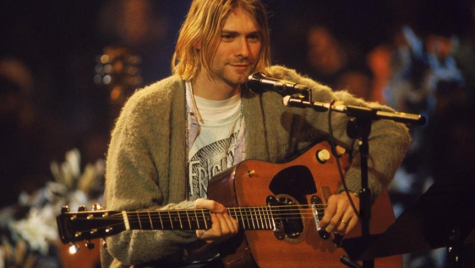 Kurt Cobain: il cardigan dell'MTV Unplugged finisce all'asta. Guarda le foto e scopri i prezzi dei pezzi più belli