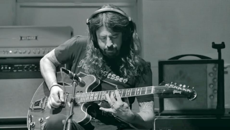 Dave Grohl: pubblicato il documentario Play, interamente suonato e diretto dal leader dei Foo Fighters. Guardalo qui