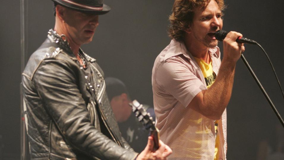 Ramones: guarda le foto del concerto tributo del 12 settembre 2004 con Eddie Vedder, Red Hot Chili Peppers...