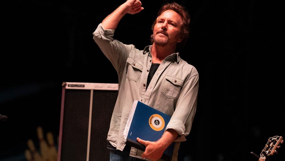 Eddie Vedder: guarda le foto del concerto a Firenze Rocks