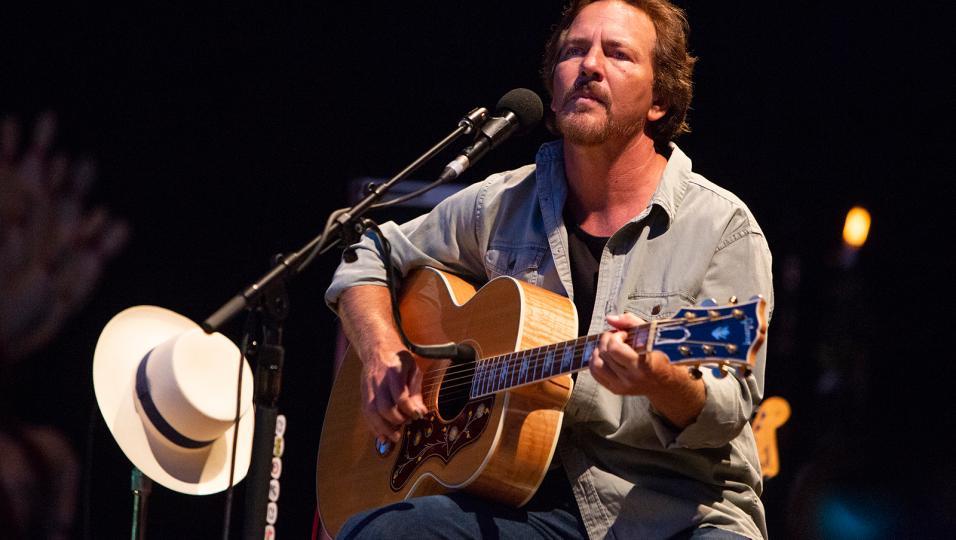 Eddie Vedder: guarda le foto del concerto a Barolo