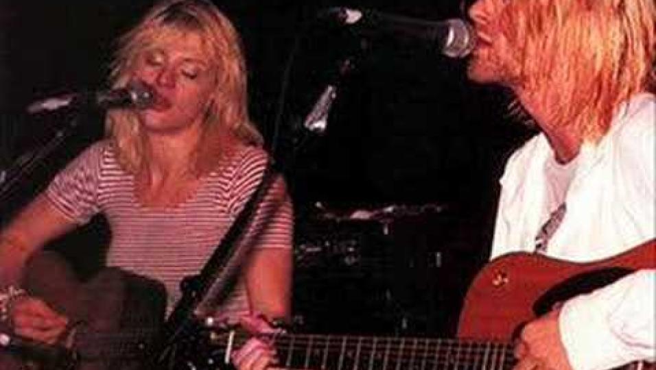 La storia dell'unica volta in cui Kurt Cobain ha suonato con Courtney Love
