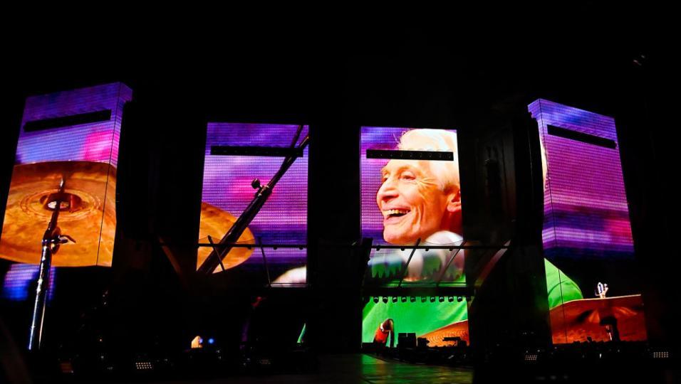 The Rolling Stones: le foto del primo concerto ufficiale senza Charlie Watts