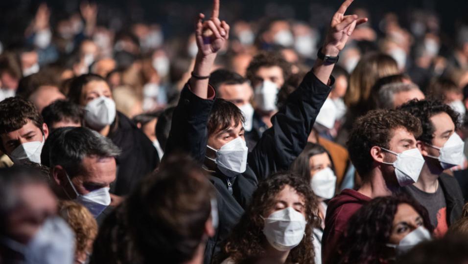 Covid, concerto rock a Barcellona con 5000 persone, tutte sottoposte a test e tamponi. Guarda le foto e i video